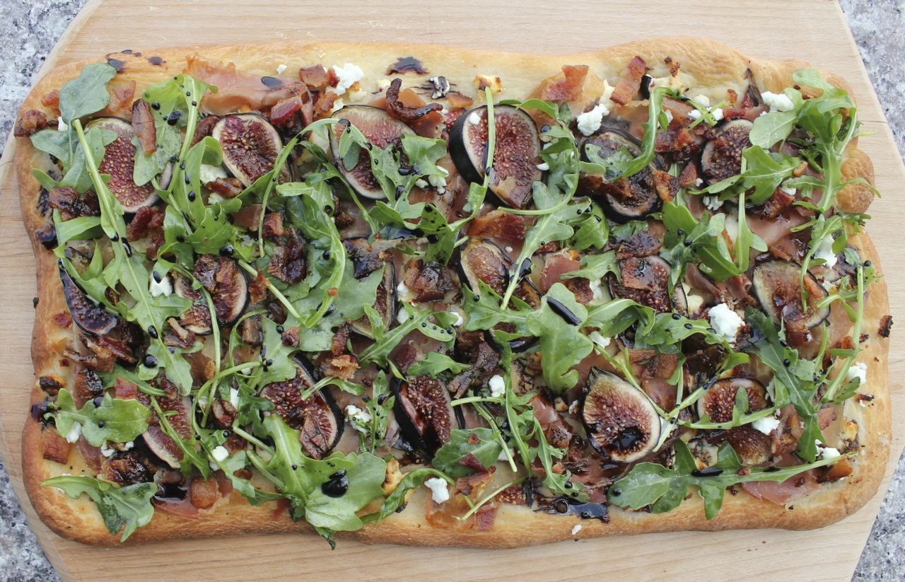 Flatbread-with-fresh-figs-prosciutto-and-goat-cheese